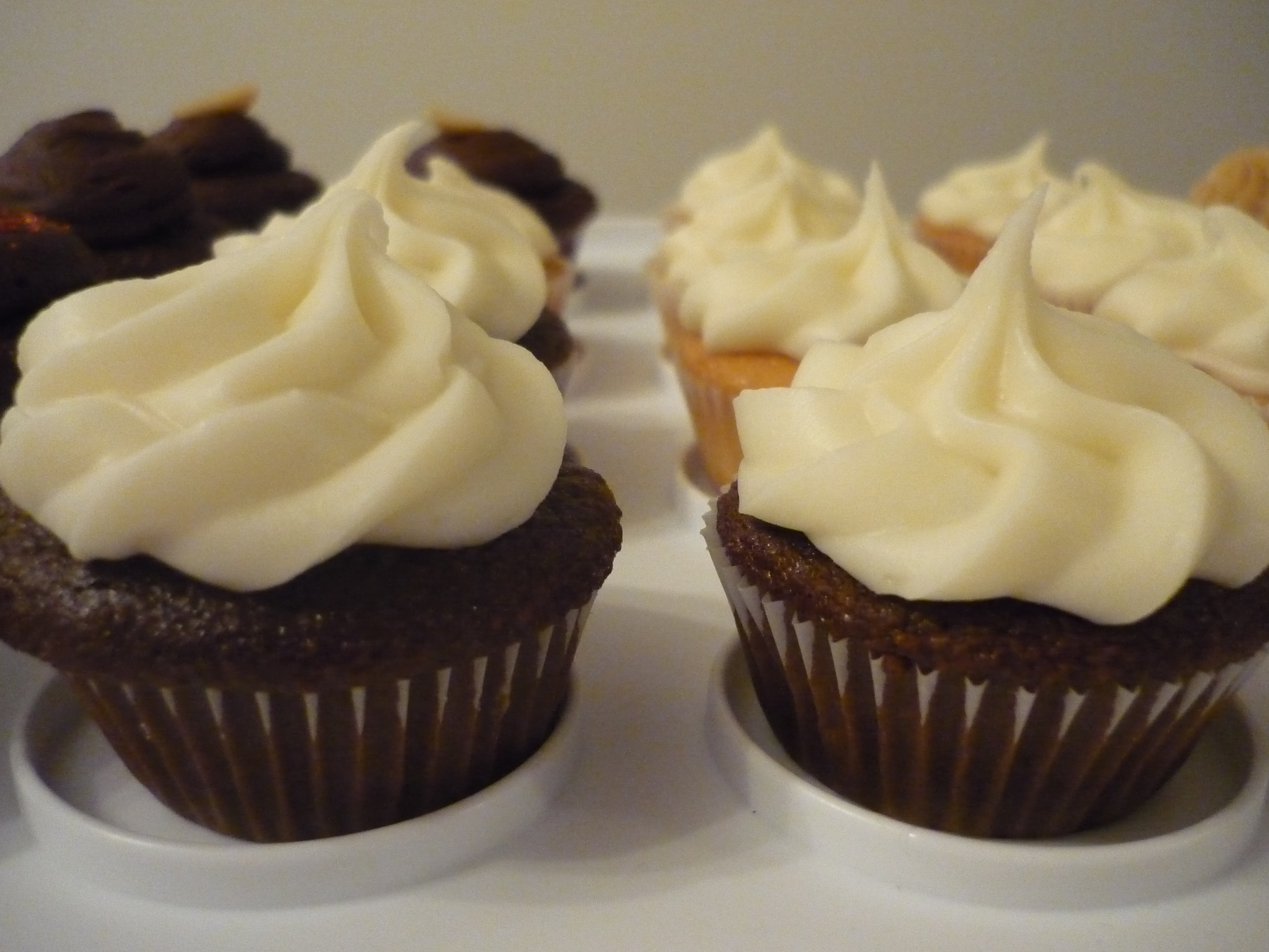 chocolate cream cheese cupcake with cream cheese frosting